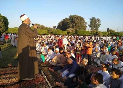 بالصور  الآلاف يؤدون صلاة عيد الفطر في 422 ساحة بالشرقية