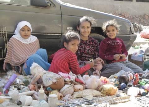 أحلام «هند» وأخواتها على رصيف المنيب: بنبيع لعب أطفال عمرنا ما لعبنا بيها
