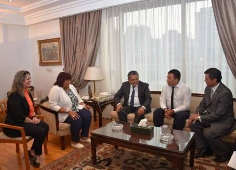 بالصور  وزيرة الثقافة تبحث تعزيز التعاون الثقافي مع سفير أوزبكستان