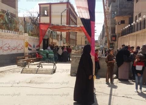 """""""إسعاف الإسكندرية"""": نقل مسن في سيارة مجهزة إلى لجنة الاستفتاء"""