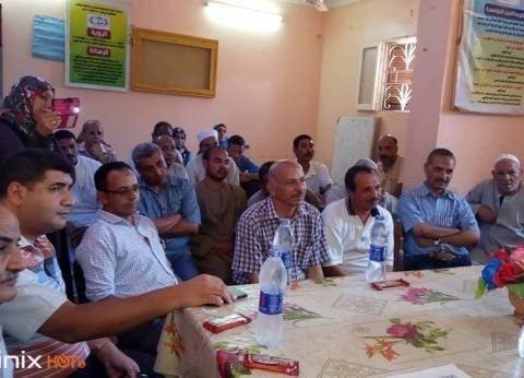 """مناقشة إنشاء مكتب بريد يخدم القرية خلال لقاء """"التنمية المحلية"""" بمطاي"""