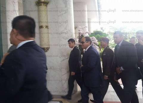 بالفيديو| السيسي يغادر القاعة بعد انتهاء لقاء رجال الأعمال في سنغافورة