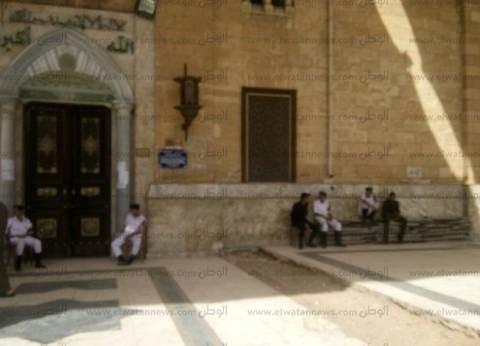 الأمن يغلق أبواب مسجد «الحسين» عقب صلاة الظهر