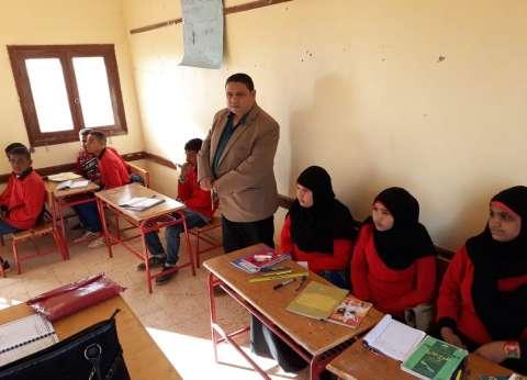 """وكيل """"تعليم الوادي الجديد"""" يتفقد مدرسة المستقبل بقرية الزيات"""