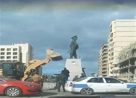 محافظ بورسعيد يعتذر لأسرة الشهيد عبدالمنعم رياض عن واقعة إسقاط التمثال