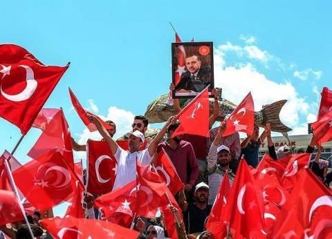 الأناضول: أنصار حكومة أنقرة يتدفقون على الساحات تلبية لدعوة أردوغان