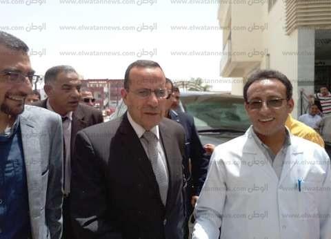 محافظ شمال سيناء يهنئ مرضى مستشفى العريش العام بالعيد