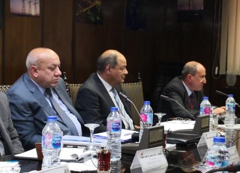 وزير الكهرباء يستعرض مع رؤساء شركات التوزيع مستجدات خطط التطوير