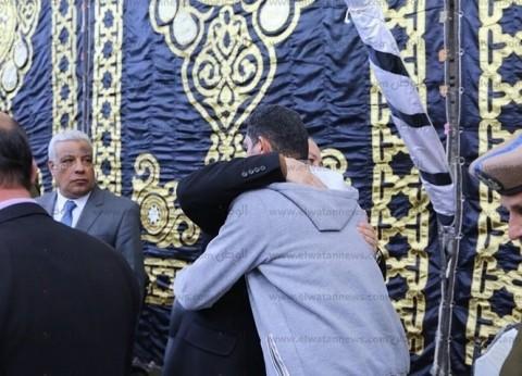 """بالصور  محافظ كفر الشيخ يقدم واجب العزاء في والد زوجة وكيل """"المرور"""""""