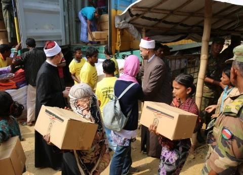 بالصور| توزيع المساعدات المقدمة من الأزهر الشريف لمسلمي الروهينجا