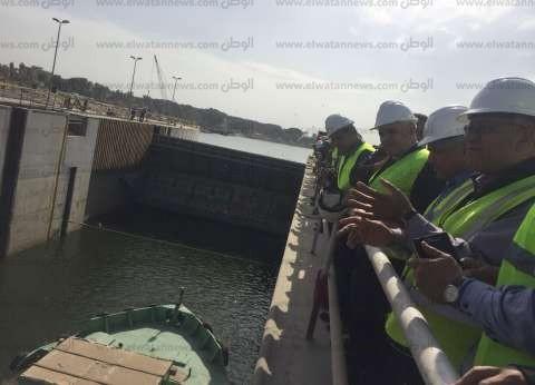 وزير الري يشهد مرور القطع الملاحية في قناطر أسيوط الجديدة