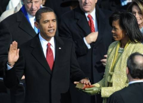 """طرائف """"حفلات التنصيب"""".. أوباما """"يتلعثم"""" والمنصة تحترق تحت أقدام كينيدي"""