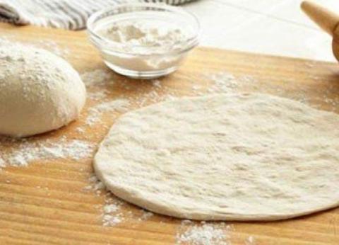 احذر تذوق العجين قبل خبزه.. quotهيجيلك تسممquot