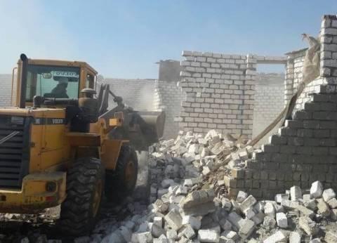 مركز الفرافرة ينجح في إزالة تعديات على مساحة 70 فدانا من أملاك الدولة