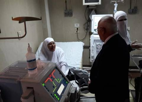 محافظ بورسعيد يهنئ المرضى في المستشفيات بالعيد
