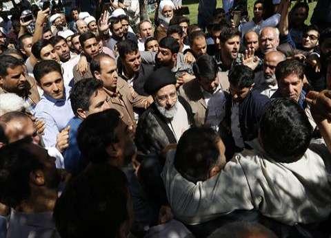 """""""سيلفي"""" ونقاشات وتبادل لوائح.. الإيرانيون يختارون رئيسهم"""