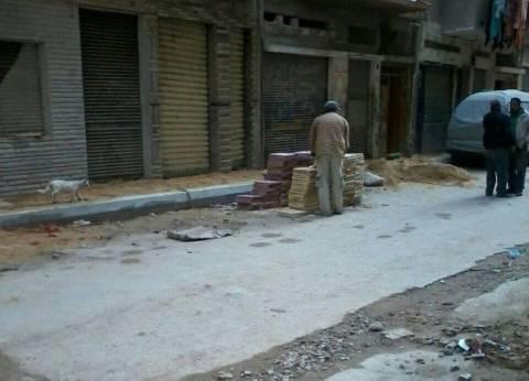 استكمال أعمال الرصف بحي المنتزه في الإسكندرية