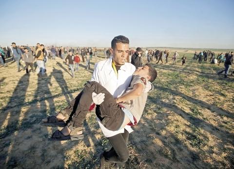 إصابة 16 فلسطينيا بالرصاص والاختناق شرق قطاع غزة