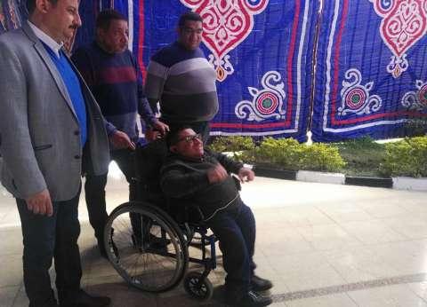 """""""رأفت"""" يتحدى إعاقته للمشاركة بالاستفتاء: """"كنا مهمشين وبقى لنا دور"""""""