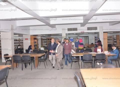 بالصور.. نائب رئيس جامعة أسيوط يتفقد عدد من مكتبات الجامعة