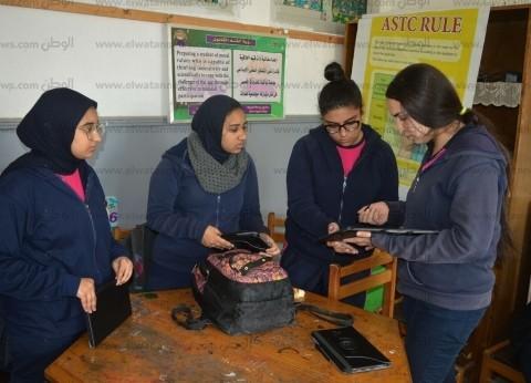 """""""شرق الإسكندرية التعليمية"""" تبدأ توزيع 11 ألف """"تابلت"""" على 41 مدرسة"""