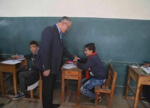 محافظ المنيا يتفقد لجان امتحانات الشهادة الإعدادية ويوجه بتأمين اللجان