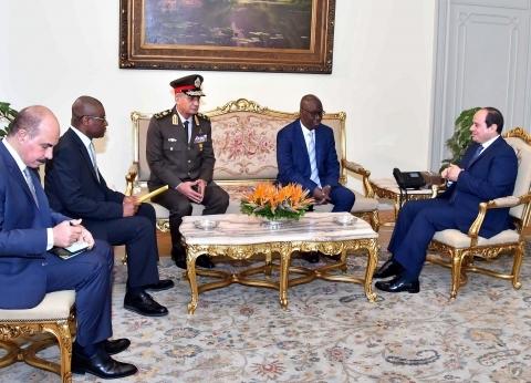 السيسي: مصر ملتزمة بدعم علاقات التعاون مع غينيا في شتى المجالات