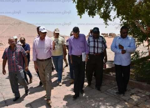 محافظ أسوان يتفقد أعمال تطوير معبدي «رمسيس الثاني ونفرتاري»