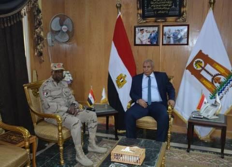 محافظ الوادي الجديد يستقبل قائد قوات الدفاع الشعبي