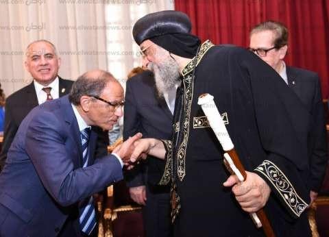 """وزير الري و""""هاني عازر"""" يزوران الكاتدرائية لتهنئة البابا بالعيد"""