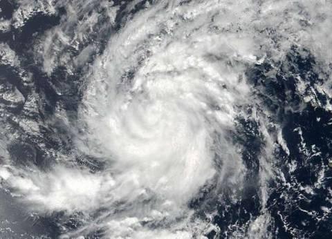 طيار يسجل تجربته في التحليق وسط اعصار «إرما»