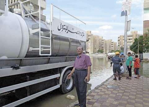 شوارع السويس تغرق فى مياه الشرب