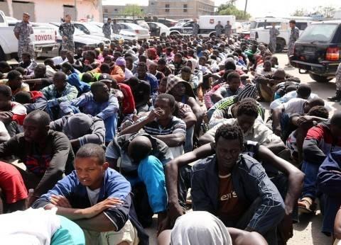"""""""جارديان"""": شبكات تهريب البشر تحوّل ليبيا إلى """"سوق نخاسة كبير"""""""