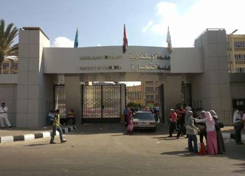 """أطباء الامتياز بـ""""طب الإسكندرية"""" يواصلون إضرابهم بـ4 مستشفيات"""