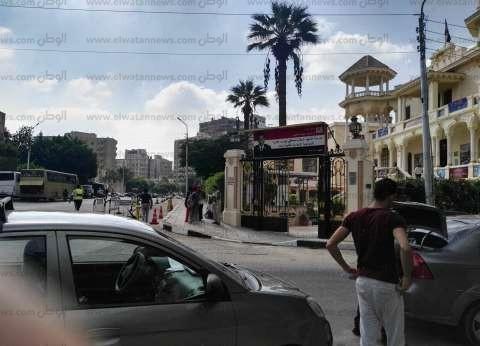 """بين الخوف من النظام الجديد والبحث عن """"باص"""".. الأهالي في أول يوم دراسي"""