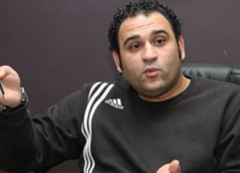 أكرم حسني ينعى ضحايا حادث محطة مصر: ربنا يرحمهم ويصبر ذويهم
