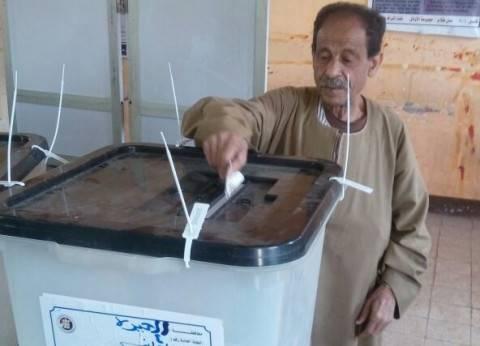 استمرار توافد الناخبين قبل نهاية اليوم الأول للتصويت بلجان فيصل والهرم