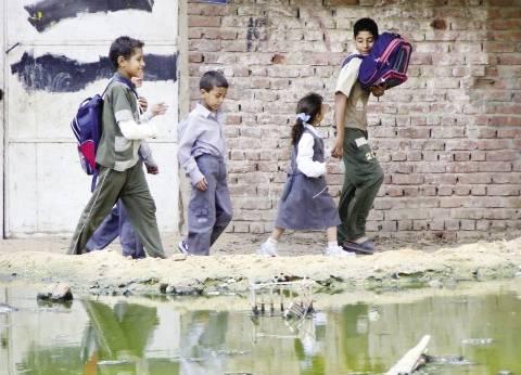المياه الجوفية تهدد حياة 50 أسرة فى قرية ميت حلفا