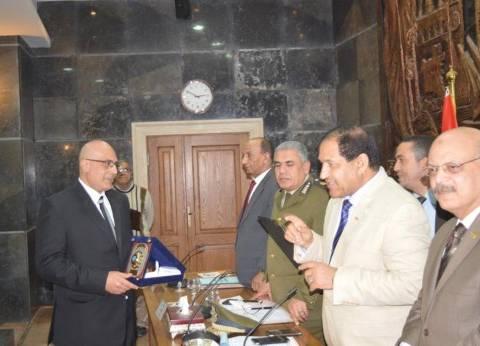 محافظ الغربية يكرم نائب رئيس المحلة: أنجز أعمال تطوير على نفقته الخاصة