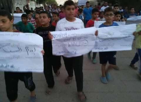 """مظاهرة تحاصر منزل قاتل """"الطفل الإيطالي"""".. وتطالب بإعدامه"""