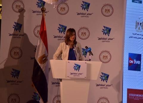 السفيرة نبيلة مكرم تشيد بجهود القوات المسلحة في سيناء
