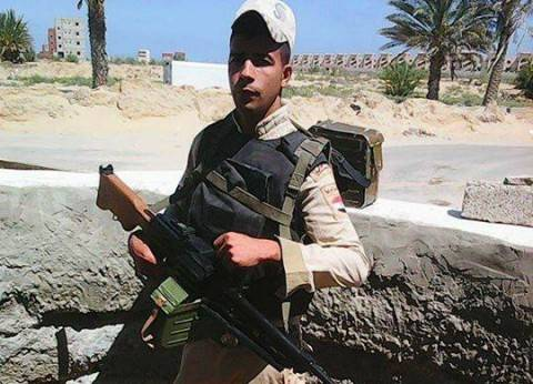 أهالي بلبيس في الشرقية يشيعون جثمان المجند شهيد تفجيرات فندق العريش