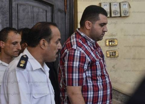 """وصول المتهمين بقتل """"عفروتو"""" داخل قسم المقطم للمحكمة"""