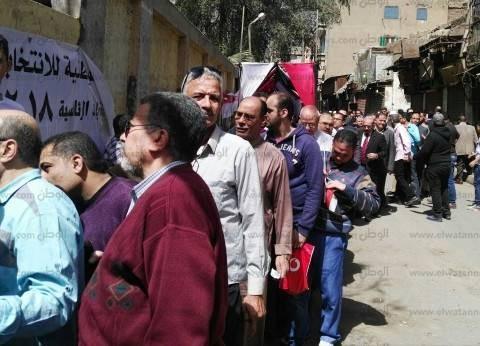 """""""مصريون يصارعون الوقت"""".. ناخبو اللحظات الأخيرة: خوفنا من الزحمة"""