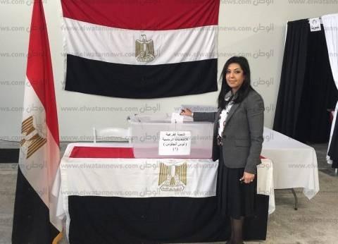 صور| السفيرة المصرية تدلي بصوتها في انتخابات الرئاسة بمدينة لوس أنجلوس