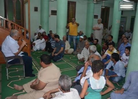 محافظ الوادى الجديد يلتقي بالمواطنين في مسجد المساحة بالداخلة