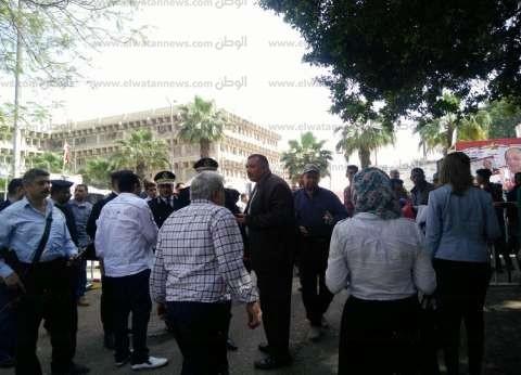 حكمدار الجيزة يتفقد لجان الهرم.. والناخبات يستقبلنه بالزغاريد