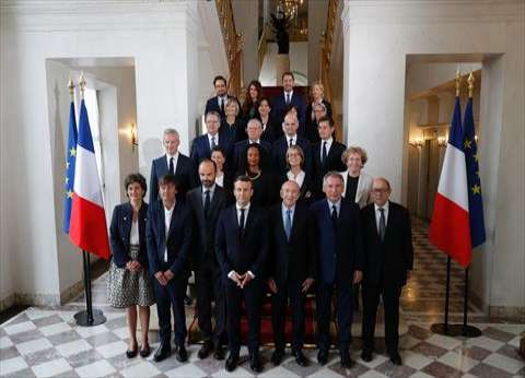 الحكومة الفرنسية تدرس مشروع قانون يغرم المتحرشين بالنساء