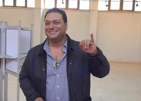 مراد مكرم يدلي بصوته في الاستفتاء على التعديلات الدستورية بالزمالك