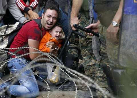 مهاجرون يقاضون مقدونيا بعد ترحيلهم قسرا إلى اليونان